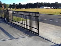Sliding rail gate
